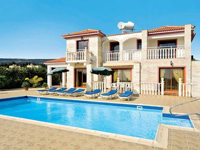 Photo for Well-presented villa with countryside views