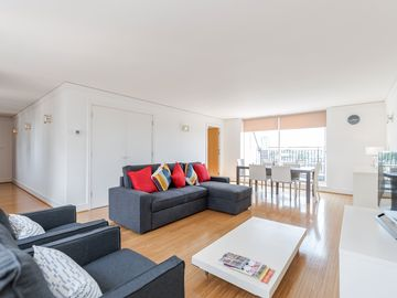 Spacious & Gorgeous 2 BR Penthouse next to Westminster Abbey by Victoria Station