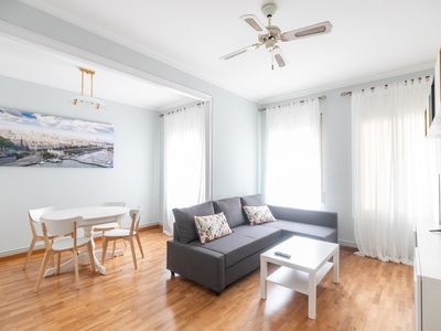 Photo for A MODERN AND BRIGHT APARTMENT WITH A GREAT LOCATION FOR 3