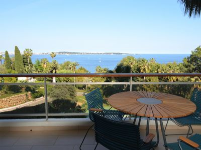 Photo for Cannes Eden. Large studio sea view, beach access, quiet, pool and tennis.