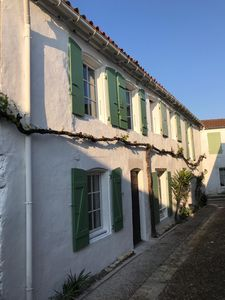 Photo for Authentic house in the heart of the village of Sainte Marie de Ré.