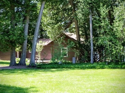 Romantic, peaceful lake facing one bedroom cottage, dog friendly with sauna.