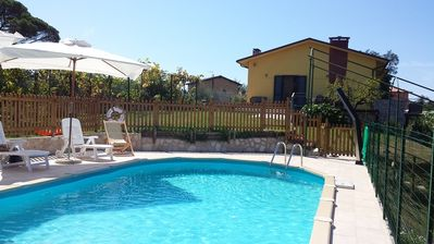 Photo for Villa with private pool, garden, quiet location. Pets.