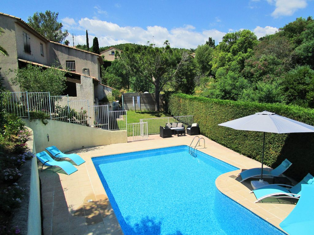 FR1164: Villa with private heated pool, within walking distance ...