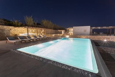 H2O Private Villa Paros, Infinity Swimming Pool, sea View Lounge Area, bbq  & Bar - Paros