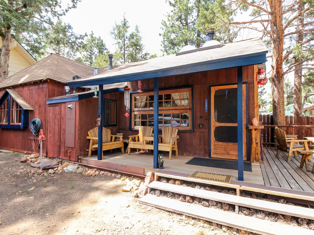 Dog friendly modern cabin close to skiing hiking and for Big bear pet friendly cabins