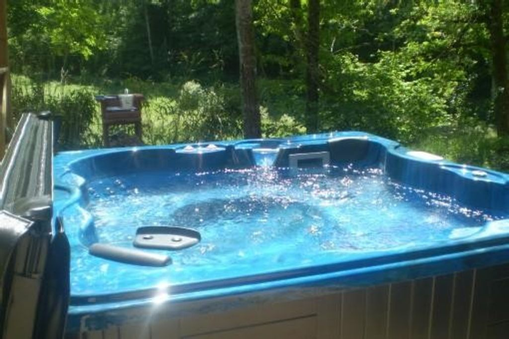 HOUSE CHALET JACUZZI, lake, mountain biking, fishing, hiking, boat ...