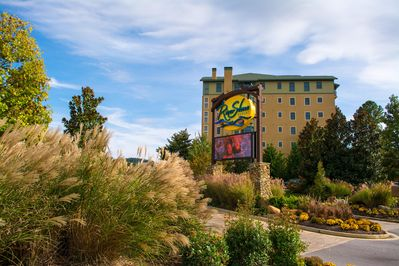 Welcome to our luxurious two Bedroom Condo within the Riverstone Resort.