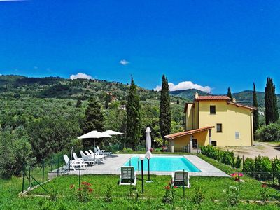 Photo for Tuscany countryside appartment with pool