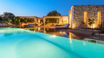 Photo for Luxury villa for 6 people with salt pool and surrounded by 14. 000sqm