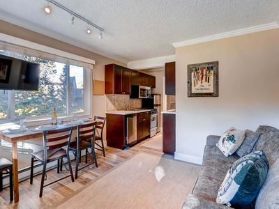 7th Night Free! Recently Remodeled, Wi-Fi, Outdoor Hot Tubs, Parking for 1 Car