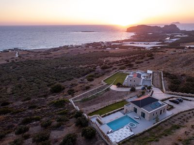 Photo for Complex of two villas, luxury, heated pool, jacuzzi, sea view