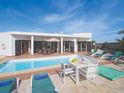 Photo for Well-placed and outfitted villa with a pool and pool table, close to a resort and beach