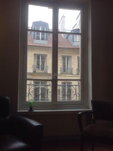 Get Your Warm Croissant Across The Street From This Charming Apt. In The 5th
