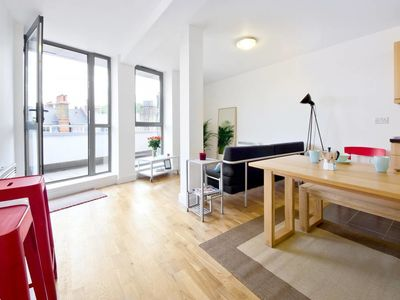Photo for 2 Bed Penthouse w Balcony in King's Cross