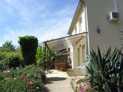 Photo for Former outbuilding renovated, quiet, in the countryside, near Avignon