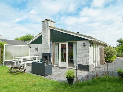 Photo for Detached holiday home in a pleasant park in Petten, walking distance of the sea