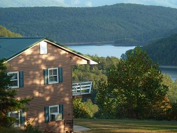 Lakeview Lodge at Lake Moomaw: Exclusive Private Dock/Lake Access