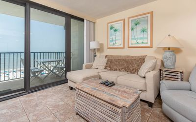 Island Winds! BEACH FRONT ~ 2 Bedroom! Close to EVERYTHING in Gulf Shores!