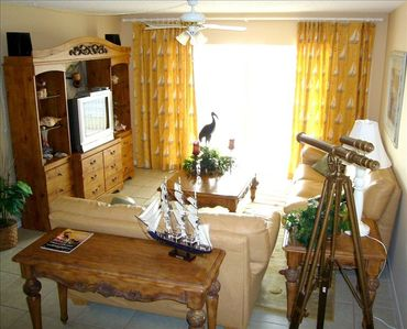 Professionally Decorated Fam Rm/Sofabed/Flatscreen/DVD player/great beach views!