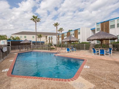 Photo for Beachfront condo with great balcony views & a resort pool - dogs welcome!