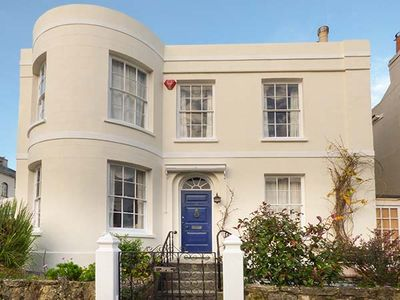 Photo for BURFORD HOUSE, family friendly, with a garden in Ryde, Ref 917394