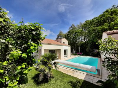 Photo for Bright villa in a green setting, close to La Rochelle and the Ile de Ré