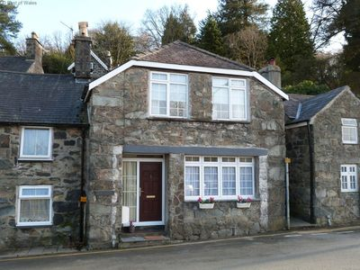 Photo for Generous cottage 2 minutes' walk from centre of attractive Dolgellau, a Snowdonia market town with