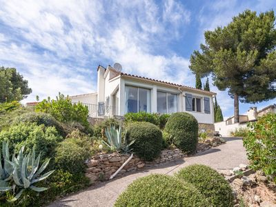Photo for Luxury Villa with Private Pool in Pouzols-Minervois