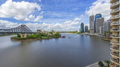 Photo for Breathtaking Brisbane River, Howard Smith, Story Bridge CBD Views, 2bd, sleeps 6