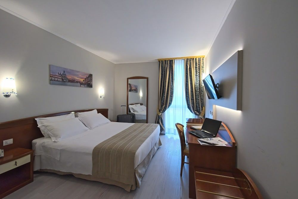 bec440cba52d95 Noventa Hotel - Near Noventa di Piave Designer Outlet - Double Room Single  Use