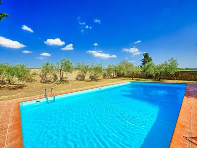 Photo for Beautiful house with pool and garden perfectly located in the heart of Chianti