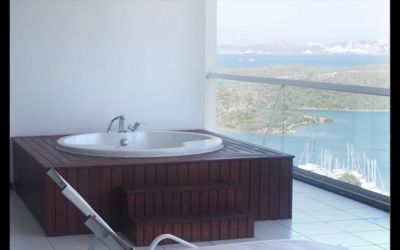 Relax in your own private jacuzzi watching the boats come and go from the marina