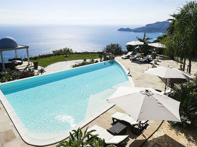 Photo for Exclusive villa with panoramic swimming pool and jacuzzi, 2 km from the sea!