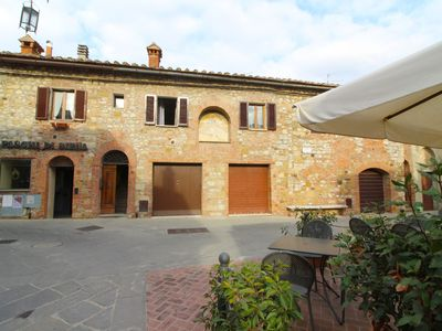 Photo for Bright apartment in a historic building in the center of Montefollonico. 5 sleeps, Wi-Fi access, pan