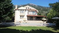 Lovely Villa, fantastic pool, great location, taxi buttons & supermarket on the doorstep