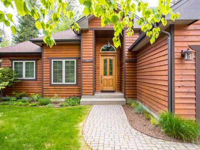 Photo for Elegant Meadow Lake home 20 minutes from Glacier