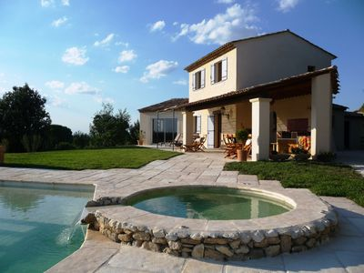 Photo for Provencal villa, swimming pool with jacuzzi