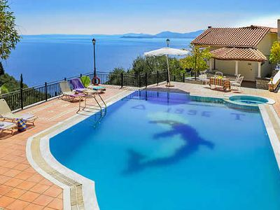 Photo for Charming villa for small family or couples' retreat to relax or explore, with exceptional views