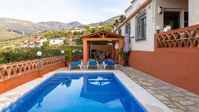 Photo for Holiday villa with WiFi and sea views - pets allowed