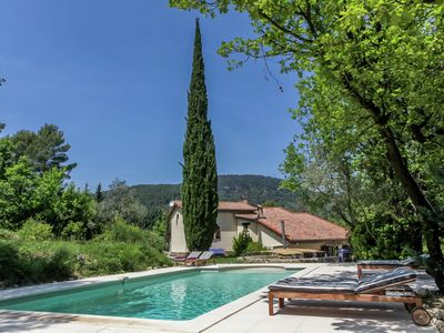 Photo for Provencal villa with plenty of charm and privacy and a private swimming pool. Spectacular views!