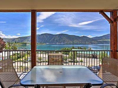 Stunning views, walk to wineries & downtown-pool & hot tub-luxury on Lake Chelan