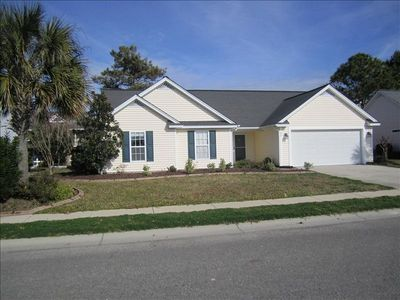 Beautiful Home in Melody Gardens, 6 houses back from the beach!