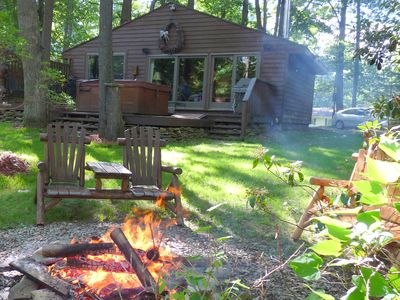 OWLS NEST,Cozy Romantic, Cabin w HotTub,Premiere Lake Waterfront, private dock