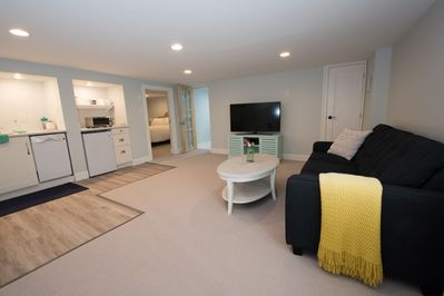 Ultra clean and new Garden Suite in Historic Victoria Home
