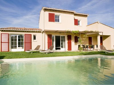 Photo for Provencal-style villa with private pool located on a villa park
