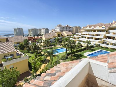 Photo for Family-friendly 2 bed flat on quiet complex, metres from the marina and beach