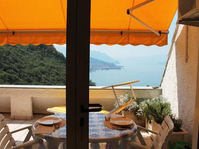 Photo for Cozy 2 bedroom apartment with stunning views of Lake Maggiore