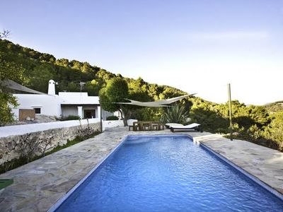 Photo for 4 bedroom Villa, sleeps 7 with Pool and FREE WiFi