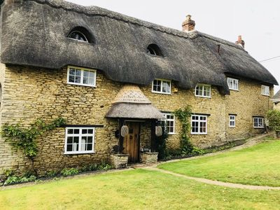 Photo for Beautiful 5 Bedrooms Cottage , in Oxfordshire